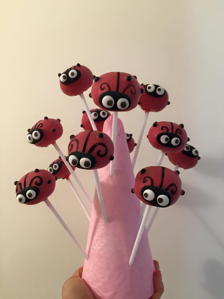 Cake pop Coccinelle